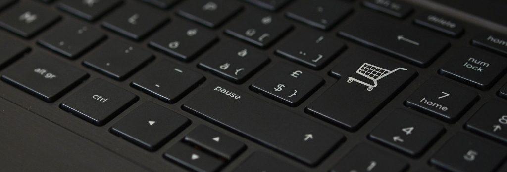 Foto von The Digital Artist / pixabay: Tastatur mit einem Einkaufswagensymbol